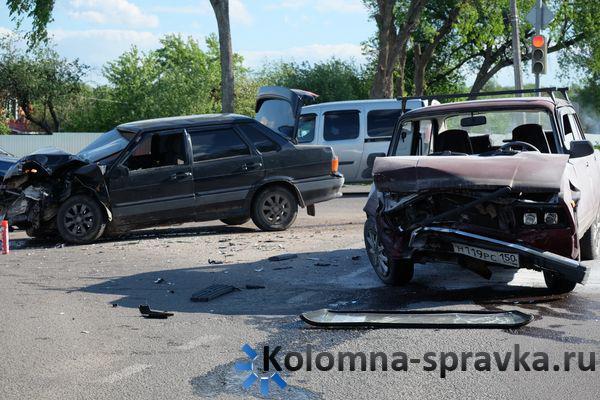 ВКрасноярске отмощного столкновения авто наперекрестке пострадала 60-летняя пассажирка