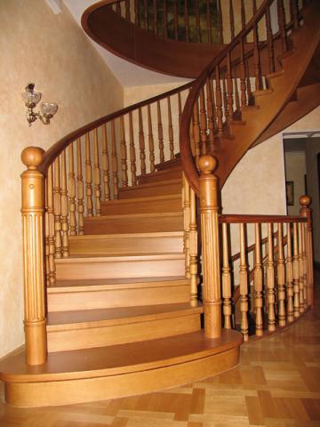 Лестницы из любых пород дерева стекла